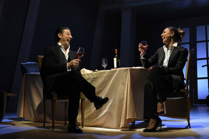 Recensione La guerra dei Roses con Ambra Angiolini e Matteo Cremon a Milano