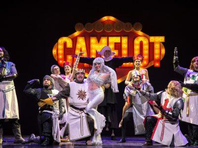 Spamalot Il Musical al Teatro Nuovo di Milano con Elio