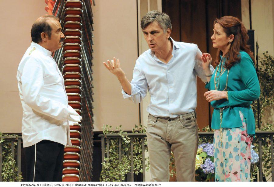 Recensione Una festa esagerata con Vincenzo Salemme al Manzoni-2