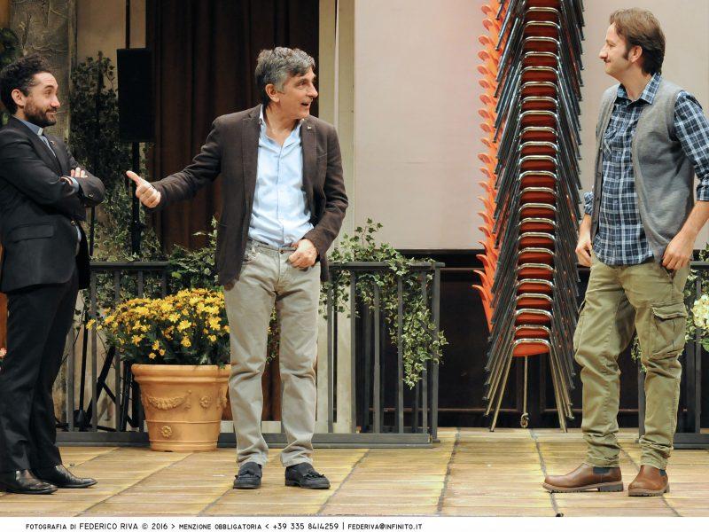 Recensione Una festa esagerata con Vincenzo Salemme al Manzoni