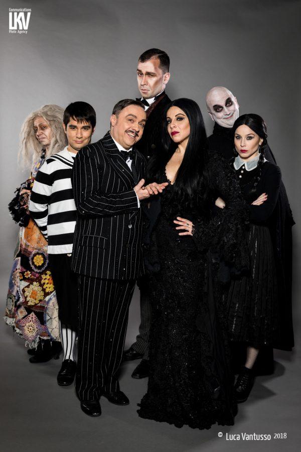 Teatro Nuovo La Famiglia Addams gruppo