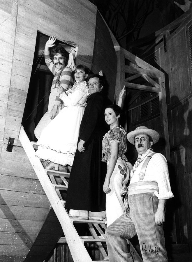 Aggiungi un Posto a Tavola al Teatro della Luna dal 6 marzo_foto Guglielmo Coluzzi